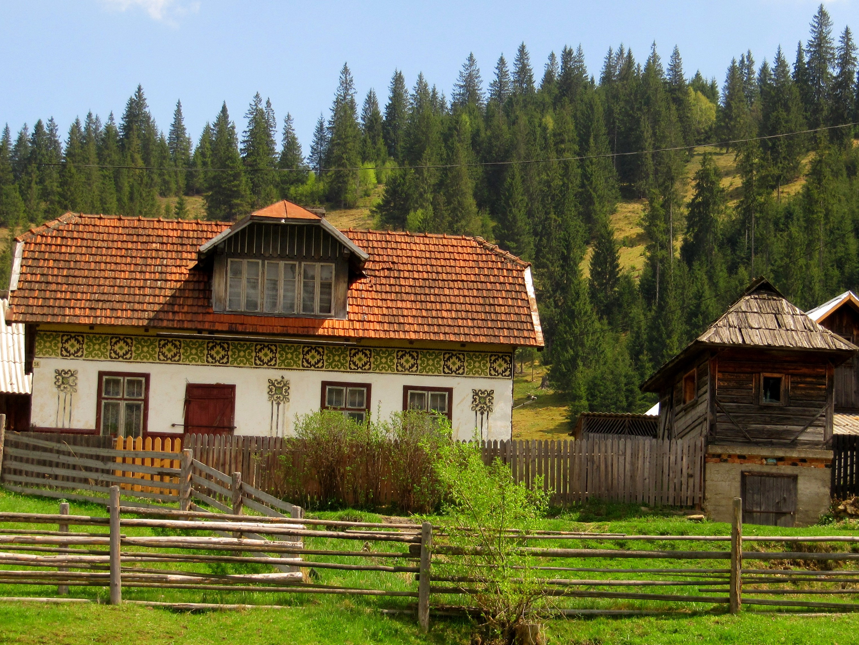 Via transylvania tours blog - The painted houses of ciocanesti ...